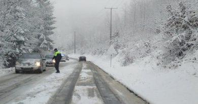 Na pojedinim saobraćajnicama u BiH na snazi zabrana saobraćaja zbog snijega